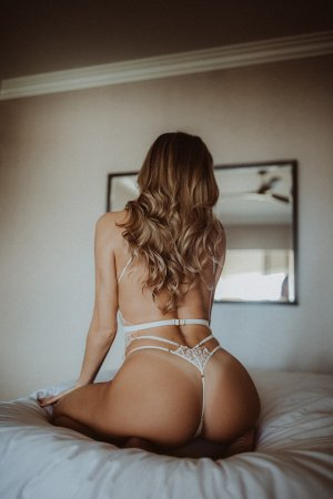 Gwendaelle happy ending massage in Nixa Missouri